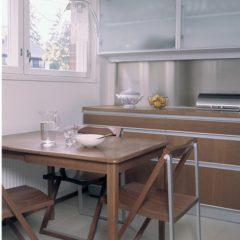 ruokapöytä pieneen keittiöön